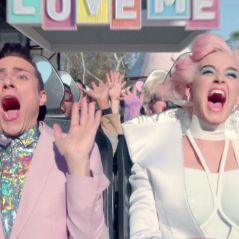 "Clip ""Chained to the Rhythm"" : Katy Perry s'engage dans un parc d'attractions flippant"