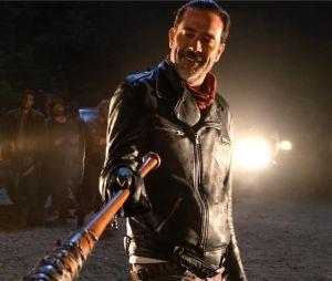 The Walking Dead : un t-shirt retiré de la vente pour racisme, Jeffrey Dean Morgan s'énerve