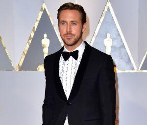 Ryan Gosling ridiculisé à cause de sa chemise aux Oscars 2017.