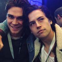 Cole Sprouse (Riverdale) et K.J. Apa : la meilleure bromance du moment ? La preuve en photos