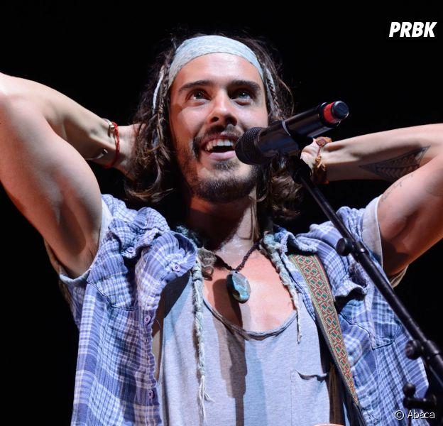 Il chute en plein concert et se retrouve à l'hôpital — Florian Delavega