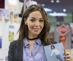 """Nabilla Benattia : après """"Trop vite"""", elle va sortir son deuxième livre """"Reine du buzz"""""""