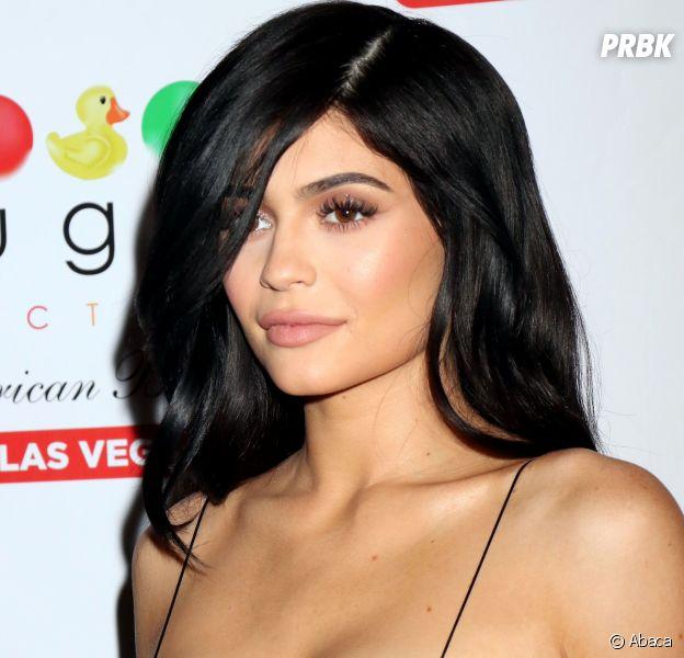 Kylie Jenner chassée du red carpet par des militants anti-fourrure à Las Vegas !