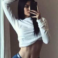Kylie Jenner accusée d'abuser de Photoshop : la photo sexy mais trafiquée ?