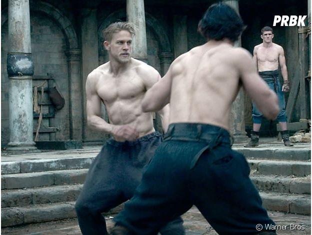 Charlie Hunnam dans le Roi Arthur.