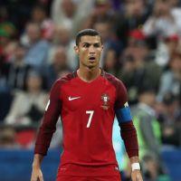 """Cristiano Ronaldo """"abandonne"""" son équipe du Portugal pour découvrir ses jumeaux"""