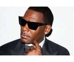 """R. Kelly en plein scandale : le chanteur accusé de retenir des filles """"dans une secte"""""""