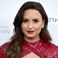 Demi Lovato en couple ? Elle s'affiche main dans la main avec une fille à Disneyland