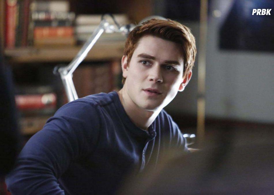 Riverdale saison 2 : Archie bientôt face au retour de Miss Grundy ?