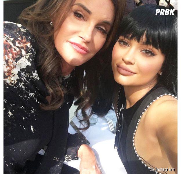 """Kylie Jenner enceinte : Caitlyn Jenner """"choquée"""" et """"déçue"""" ?"""