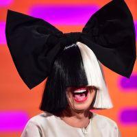 Sia reine du troll : elle publie une photo de ses fesses pour court-circuiter un paparazzi 🍑