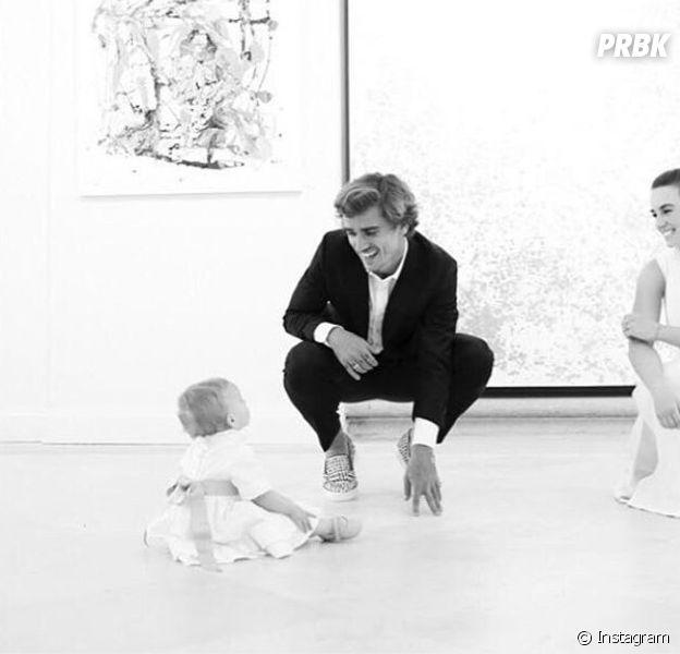 Antoine Griezmann pose avec sa fille Mia et dévoile enfin son visage !