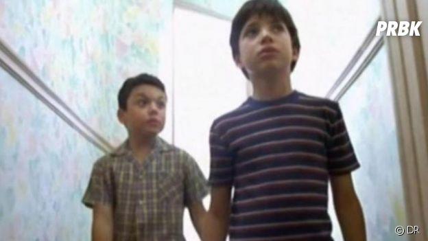 Kev Adams (à gauche) dans le film Cours toujours en 2000