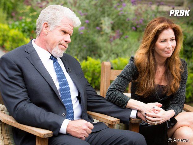 Dana Delany et Ron Perlman dans Hand of God