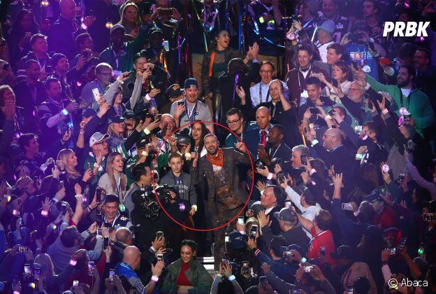 """Super Bowl 2018 : Justin Timberlake fait une photo avec un ado de 13 ans, le """"selfie kid"""" vole la vedette au chanteur !"""