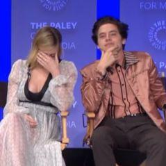 Cole Sprouse (Riverdale) et Lili Reinhart en couple ? Gros moment de gêne en pleine convention