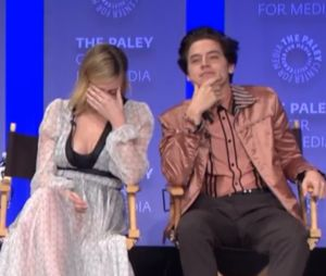 Cole Sprouse (Riverdale) et Lili Reinhart en couple ? Gros moment de gêne face à une fan