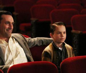 Mason Vale Cotton et Jon Hamm dans Mad Men