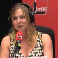 """L'humoriste Constance finit seins nus en direct sur France Inter : """"Faut qu'on se réveille, p*tain"""""""