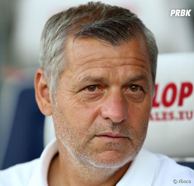 Bruno Genesio insulté dans la rue devant sa fille : une vidéo sur l'entraîneur de Lyon et des supporters fait le tour du web.