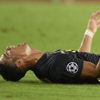 Cristiano Ronaldo en larmes sur le terrain après son carton rouge, son clan furieux