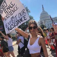 Emily Ratajkowski arrêtée par la police aux USA lors d'une manifestation très importante