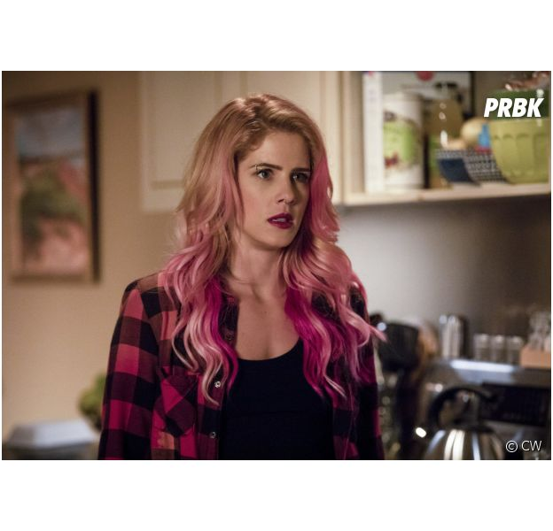 """Arrow saison 7 : Felicity vs Oliver, l'héroïne sera """"en colère et blessée"""""""