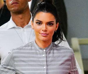 """Kendall Jenner s'énerve contre un tabloïd qui dévoile son adresse : """"Vous mettez ma vie en danger""""."""