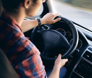 Permis de conduire : baisse de prix et le code passé à l'école ? Les annonces d'Emmanuel Macron
