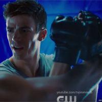 The Flash saison 5 : Barry devient un Oliver Queen badass dans le teaser du crossover