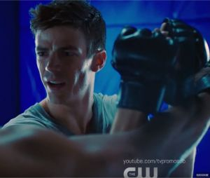 The Flash saison 5 : Barry devient un Oliver Queen badass dans le teaser du crossover