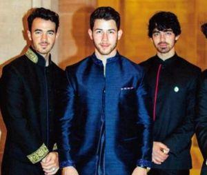 Nick Jonas mariés : il pose aux côtés de ses frères Kevin, Joe et Frankie