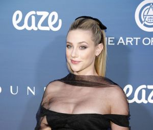 Lili Reinhart (Riverdale) sans Cole Sprouse à la soirée The Art Of Elysium