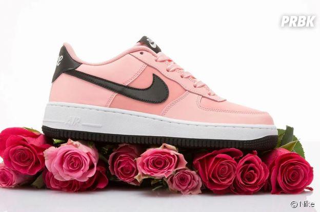 Nike a dévoilé des Air Force 1 stylées pour la Saint-Valentin.