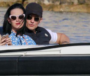 Katy Perry et Orlando Bloom fiancés : Il a fait sa demande à la Saint-Valentin, elle dévoile la bague sur Instagram.