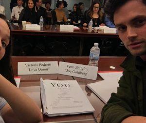 You saison 2 : Penn Badgley et Victoria Pedretti découvrent le script de l'épisode 1
