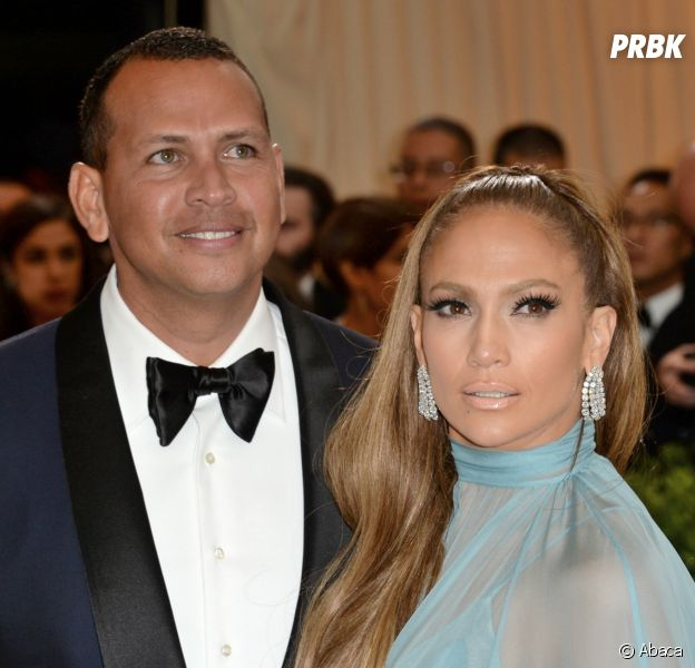Jennifer Lopez fiancée à Alex Rodriguez : elle dévoile son énorme bague