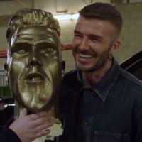 David Beckham dépité face à une horrible statue à son effigie : le prank hilarant de James Corden