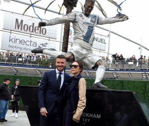 David Beckham et Victoria Beckham à l'inauguration de la vraie statue à l'effigie du footballeur, au stade du Los Angeles Galaxy.