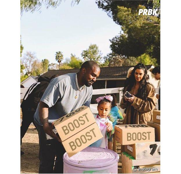 Kim Kardashian et Kanye West vendent des Yeezy dans la rue pour la bonne cause