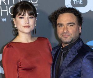 Johnny Galecki (Leonard dans The Big Bang Theory) bientôt papa pour ola première fois : lui et sa copine Alaina Meyer dévoilent le sexe de leur futur bébé.