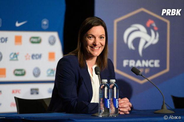 Corinne Diacre : le sourire de la sélectionneuse de l'équipe de France féminine de football