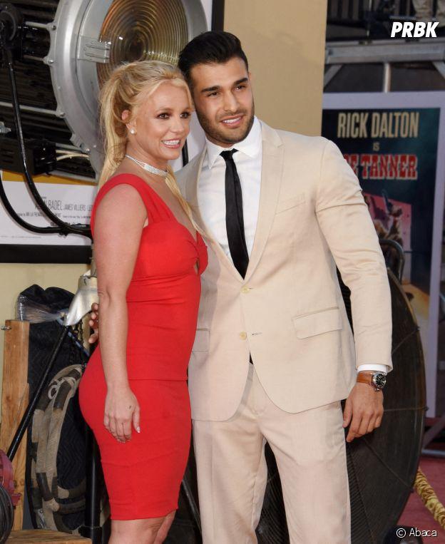 Britney Spears fiancée à son boyfriend Sam Asghari ? La bague qu'elle portait à l'avant-première de Once Upon a Time... in Hollywood sème le doute
