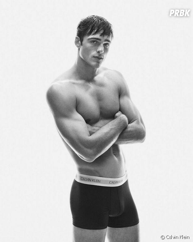 Jacob Elordi (The Kissing Booth) se met torse nu pour Calvin Klein et devient ambassadeur de la marque