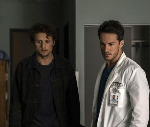 Michael Trevino dans Roswell, New Mexico