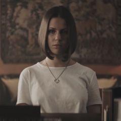 "Marina Kaye dévoile sa ""dark side"" dans le clip de ""Twisted"""