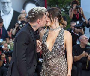 Bella Thorne et Benjamin Mascolo en couple sur un tapis-rouge
