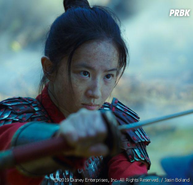 Mulan : la réalisatrice explique pourquoi Mushu et les chansons du dessin-animé sont absents du film