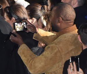 North West chante au défilé Yeezy à la Paris Fashion Week : Kanye West et Kim Kardashian, parents super fiers
