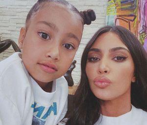 Kim Kardashian accusée de mentir sur les talents de peintre de North West : elle réplique cash !